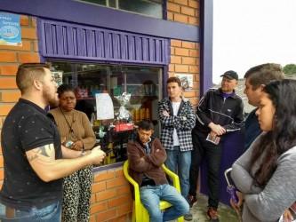 Vereador Dudu Moraes visita a Vila Santa Helena com o projeto Vereador no Bairro