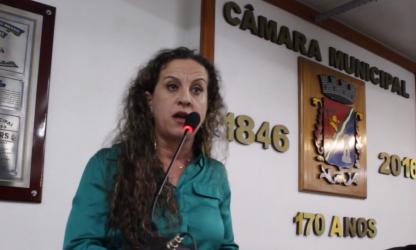 Ana Affonso explica na tribuna a relação da crise financeira do Hospital Centenário com a falta de recursos para a educação