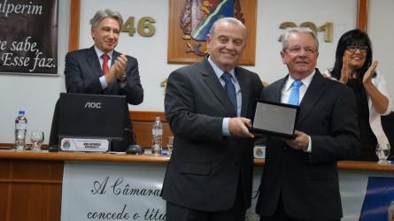 Vereador Júlio Galperim concede o título de Cidadão Leopoldense ao Oncologista Adalberto Broecker Neto