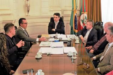 Vanazzi pede ao Governo do Estado uma proposta concreta sobre Hospital Centenário, durante audiência na Casa Civil