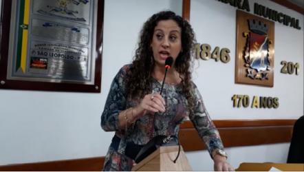 Ana Affonso parabeniza Iara Cardoso pelo projeto que cria Procuradoria da Mulher na Câmara Municipal de São Leopoldo