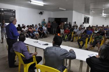 Galperim ouve demandas da comunidade em assembleia na Vila Paim