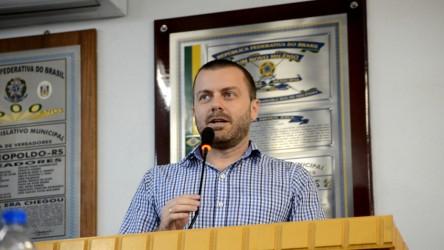 Vereador Arthur Schmidt (PMDB) cobra gestão do governo petista