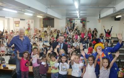 Vereador Arthur Schmidt faz homenagens às crianças da Educação Infantil