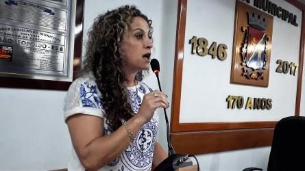 Ana Affonso critica o projeto do vereador Marcelo Buz que defende a escola sem partido