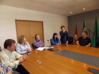 Vereadora Iara Cardoso acompanha assinatura de termo da Prefeitura com a Aldef