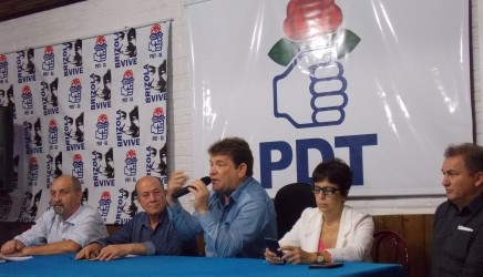 Diretório municipal do PDT discute reforma protestante e legado de Darcy Ribeiro
