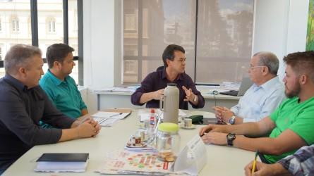 Reunião com secretário dá início aos trabalhos da Comissão de Regularização Fundiária