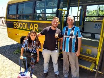 Dudu Moraes articula retomada do transporte escolar e Mylena comemora retorno às aulas