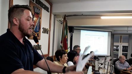 Dudu Moraes critica vereadores da oposição em função de projetos de emenda ao orçamento do município com obras desnecessárias e valores exorbitantes
