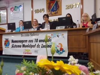 Iara Cardoso presta homenagem em sessão solene dos 10 anos do Conselho Municipal de Educação