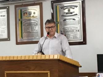 Gilmar Santos assume cadeira no Legislativo