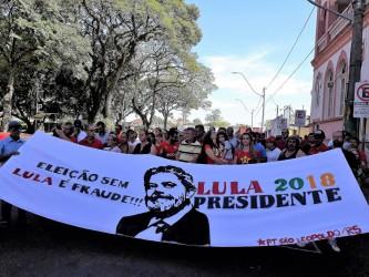 Caminhada pela Rua Grande marca lançamento do Comitê em defesa de Lula em São Leopoldo