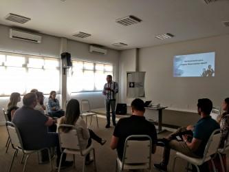Marcelo Buz palestra para jovens empreendedores na ACIST