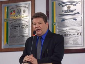 Ary Moura homenageado pela Acadêmicos do Rio Branco