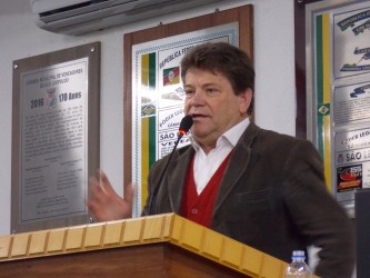 Ary Moura presta homenagem ao centenário de Gildo de Freitas