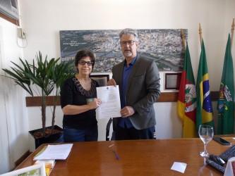 Lei da vereadora Iara Cardoso obriga a divulgação das listagens de pacientes