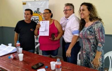 Ana Affonso participa da entrega de escrituras da Vila Brás