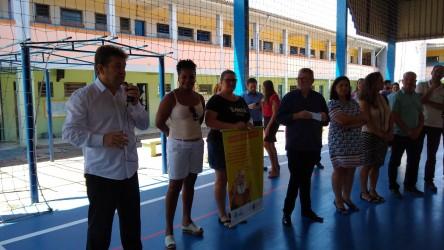 Ary Moura participa da entrega das melhorias da quadra na Santa Marta