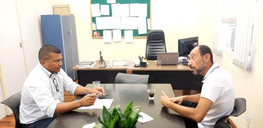 Vereador Brasil busca informações na Smed sobre transferências na rede de ensino
