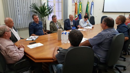 Reunião define primeiras ações para diminuição de fios e cabos nos postes de São Leopoldo