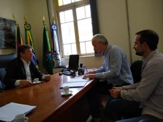 Presidente da Câmara recebe direção do Sinduscom Vales