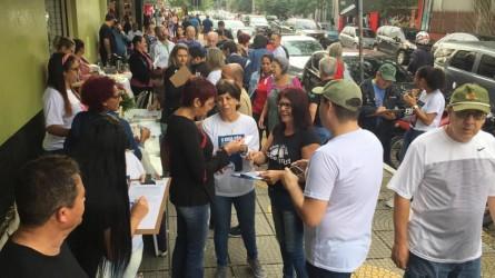 Vereadora Iara Cardoso nas ruas pelo Hospital Centenário