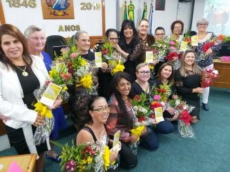 Plenário lotado para prestigiar a 11ª Homenagem às Mães, iniciativa da vereadora Cigana