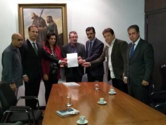 Ary Moura participa de reunião em defesa do Hospital Centenário