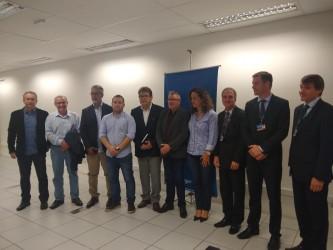 Bancada do PDT participa de assinatura de financiamento com a Caixa Federal