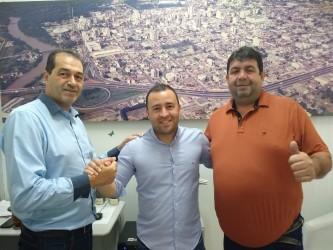 Vereador Juliano Maciel recebe visita do prefeito de Braga