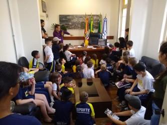 Presidente da Câmara recebe estudantes do Colégio São José