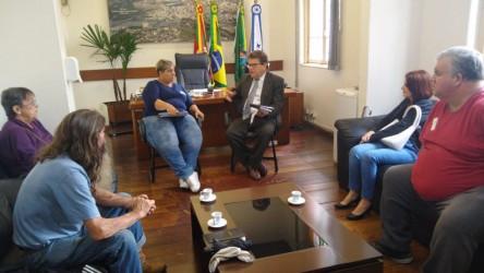 Presidente Ary Moura recebe comitiva do bairro São João Batista