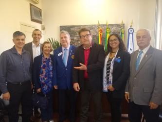 Governador do Rotary e direção de unidade leopoldense visita presidente da Câmara