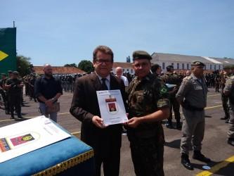 Presidente da Câmara Ary Moura é condecorado com Medalha do Exército