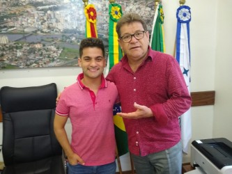 Presidente Ary Moura recebe humorista Maikinho Pereira