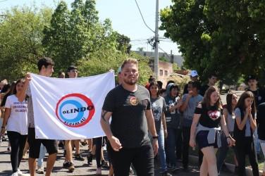 Dudu Moraes participa de caminhada pela Educação na Zona Norte