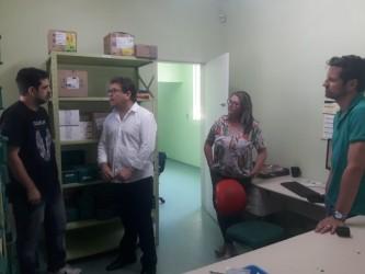 Vereador Ary Moura visita Centro de Saúde da Feitoria
