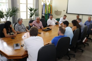 Vereadores se reúnem para debater situação do atual prédio do Legislativo