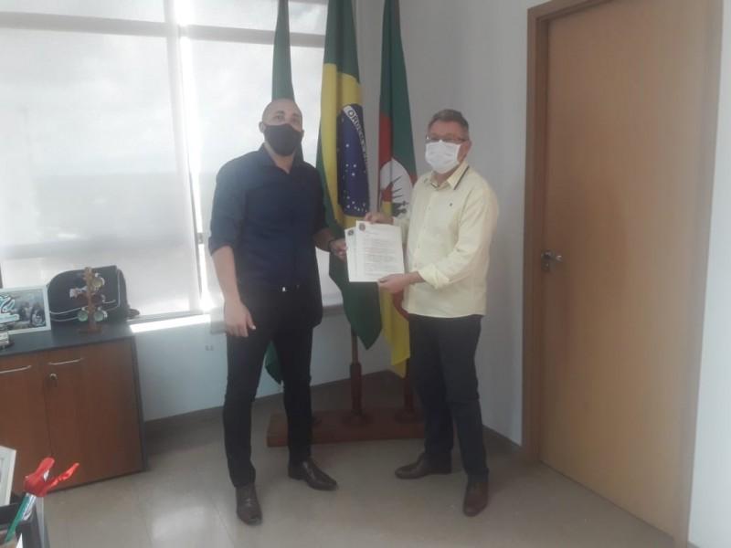 Vereador Dentinho se reúne com prefeito AryVanazzie apresenta demandas da comunidade