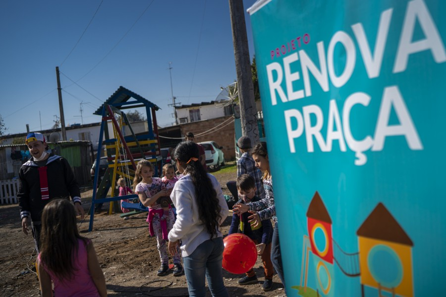 Projeto Renova Praça entrega praça nos Blocos da Cohab Feitoria