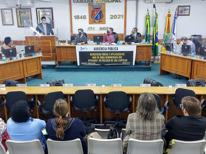 Audiência pública, conduzida pelo vereador Falcão, destacou vantagens da contratação do trabalho prisional