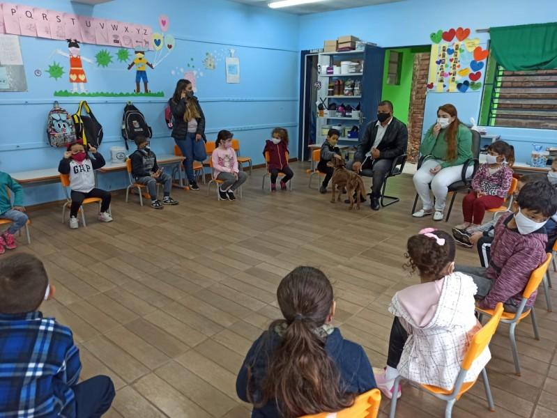 Vereador Brasil na escola, leva conscientização sobre Direitos Animais para crianças
