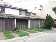Casa de 2 pisos en Santa Barbara