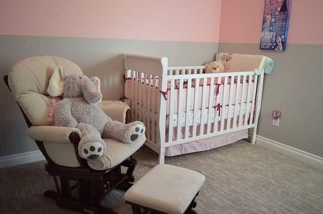 How to clean baby's room: crib, armchair and teddy bear