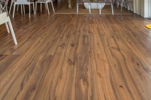 piso madeira laminado  piso laminado-preço m2 colocado-Nogueira Rústico