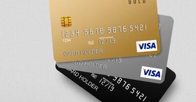 Foto de cartões Platinum, Gold e Back sobrepostos