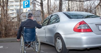 pessoa-deficiencia-carro