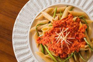 Pasta com abobrinha e pesto de tomate seco da Chef Cinthya Maggi