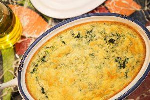 Souflé de espinafre, salmão e cogumelos da chef Cinthya Maggi